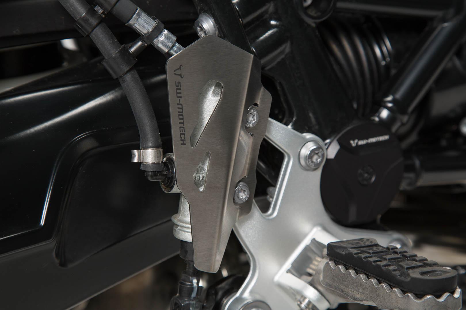 Jarrusylinterinsuoja, hopea, BMW R nineT (14-) Scram/ Pure/ GS (16-)