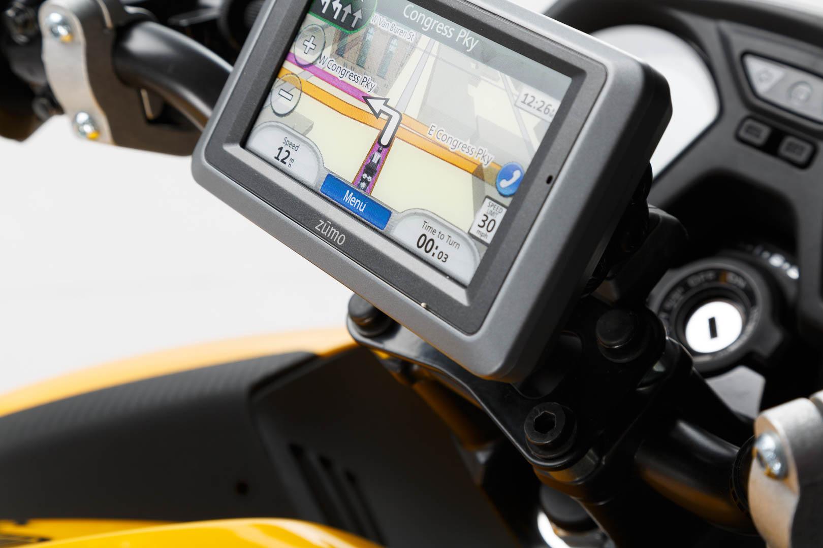 SW-Motech Quick-Lock GPS-pidike BMW R1200R 07-10 / CB650F 14-, NT700V 05-09, NC700/750S/D 11-, NC700/750X/D 11- / Suzuki  GSR600 05-10, GSF650 Bandit/S 05-, GSX650 F 07-