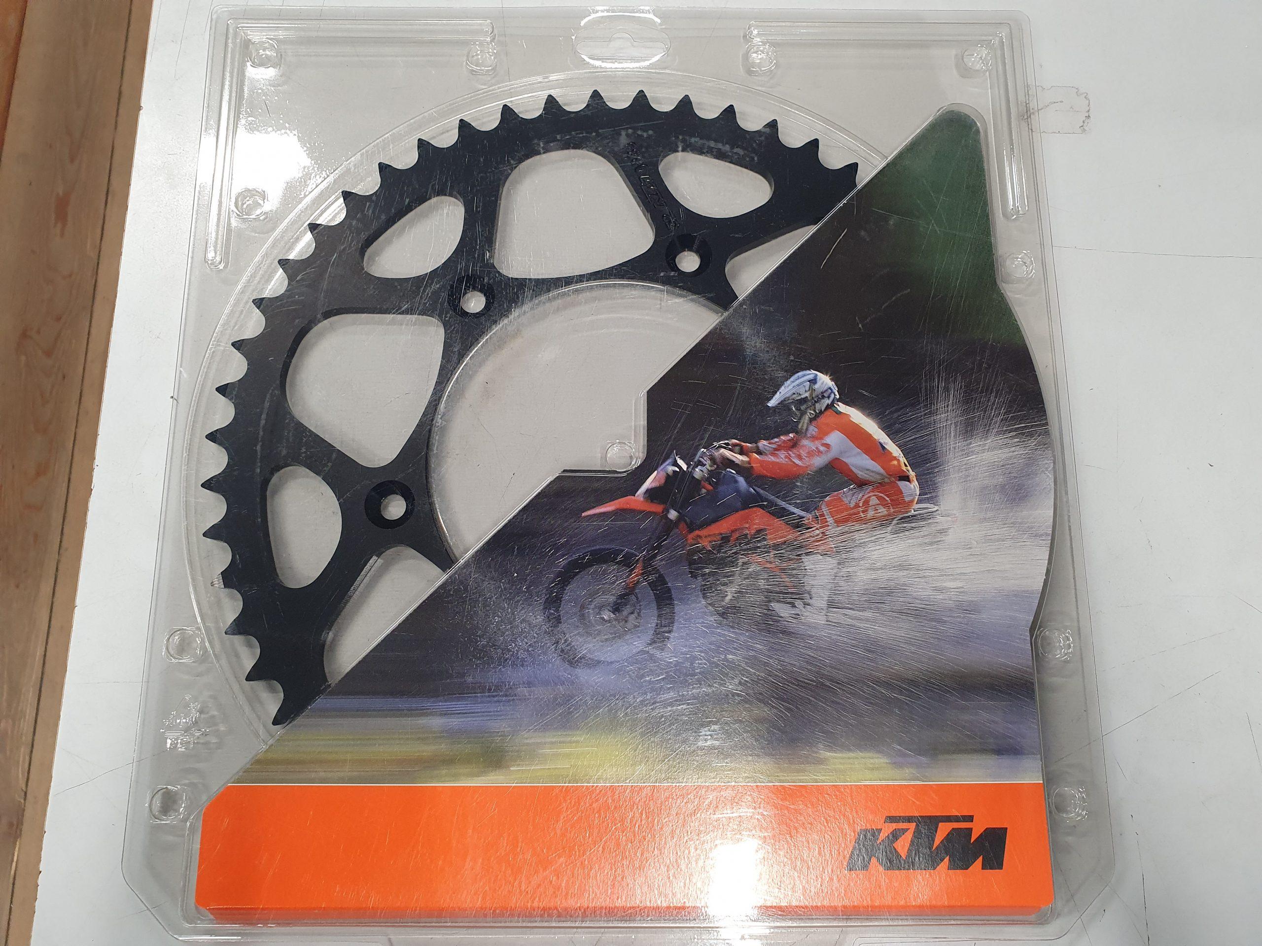 Takaratas KTM 52-Z. Musta